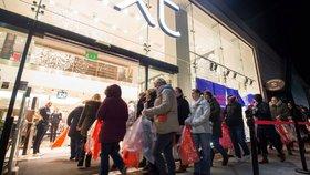 Podnikatelské svazy napadly u Ústavního soudu zákaz prodeje o svátcích.