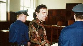 Původně Ladislav Winkelbauer si po propuštění z vězení změnil jméno na Ladislav Novák.