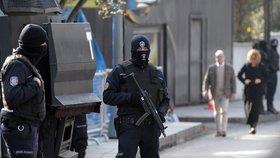 V Istanbulu se opět střílelo, dva zranění u restaurace.