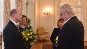 Premiér Bohuslav Sobotka (ČSSD, vlevo) s manželkou Olgou a prezident Miloš Zeman s chotí Ivanou