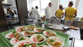 Řada školních jídelen nabízí stravování i pro seniory. (ilustrační foto)