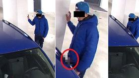 Mladík v Plzni znásilnil modrou škodovku.