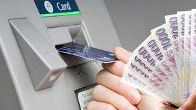 Budou banky zdražovat výběry z bankomatů? Některé už zdražily.