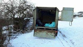Čtvrteční odvoz usmrcených ptáků do kafilérie v Medlově