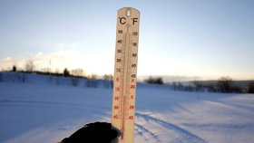 Vydatné sněžení zkomplikovalo dopravu v řadě zemí Evropy, celkem 12 lidí v důsledku mrazivého počasí za posledních 24 hodin zemřelo.