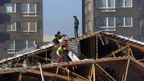 Neobydlenému domu spadla v Novém Boru střecha (ilustrační foto).