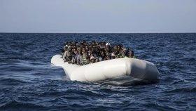 Ve Středozemním moři ztroskotala loď s více než stovkou migrantů (ilustrační foto).