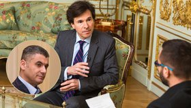 Velvyslanec Andrew Schapiro v rozhovoru zalitoval chvilky, kdy se Česká republika s USA přetahovaly o obviněného Alího Fajáda.