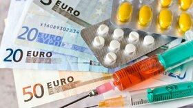 Farmaceuti a lékaři jsou obviněni z podpory prodeje léků za úplatu. (Ilustrační foto)