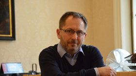 Twitterový mág. Básník a spisovatel Petr Kukal pracuje na ministerstvu kultury, kterému šéfuje Daniel Herman.