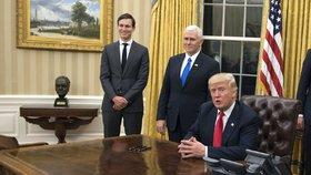 Donald Trump v oválné pracovně v Bílém domě