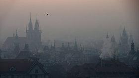 Kvůli smogu se dusí i celé hlavní město.