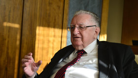 Autor slušovického zázraku František Čuba je po operaci. V Senátu nebyl už půl roku.
