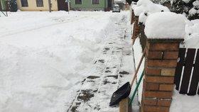 Smrt při odklízení sněhu: Infarkt dostali během jednoho dne 3 lidé (ilustrační foto).