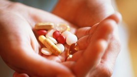 Vitaminové doplňky jsou pro většinu lidí k ničemu. Radši si dejte kus ovoce nebo zeleniny.