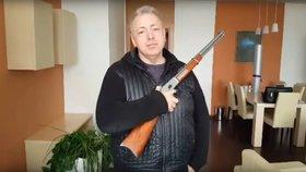 Chovanec podá ústavní zákon ke zbraním jako poslanecký návrh, opatření popsal ve videu na YouTube.