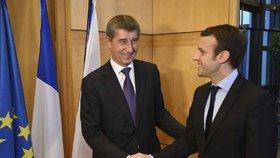 Andrej Babiš se v únoru 2016 pochlubil fotkou s Emmanuelem Macronem.