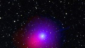 Kometa se prožene hvěznou oblohou (ilustrační foto)