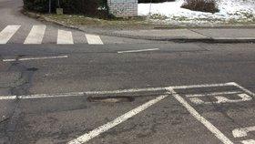 Po oblevě se v Praze začaly objevovat nové výtluky v silnicích.