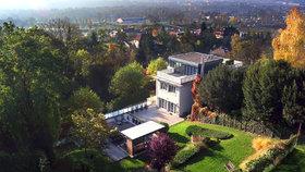 Luxusní vila miliardáře Dennyho má hodnotu několik stovek milionů korun.