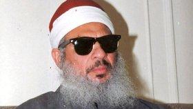 """V americkém vězení v sobotu ve věku 78 let zemřel islámský duchovní Umar Abdar Rahmán, známý jako """"slepý šajch"""". Odpykával si doživotí za teroristický útok."""