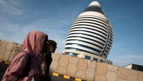 Úřady v Libyi chtějí nakázat ženám cestovat pouze v doprovodu.