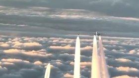 K letadlu nakonec zamířily dvě stíhačky.