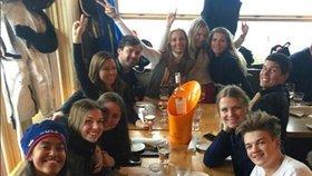 Malia Obamová v Aspenu při obědě s přáteli