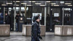 V Drážďanech za bezprecedentních bezpečnostních opatření začal soud s osmi pravicovými extremisty.