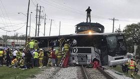 Srážka autobusu s vlakem v americkém státě Mississippi
