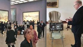 Herman v Japonsku: Tisíce lidí vyrazily na Slovanskou epopej, ministr i do muzea, kde mají Hanin kufřík.