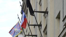 Při návštěvě čínského prezidenta vlála v Česku spousta tibetských vlajek.