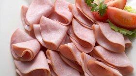 Šunky, slaniny, uzeniny... zpracované maso je vylepšováno dusičnany a ty mohou způsobit zdravotní problémy
