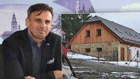 Jihočeský hejtman Jiří Zimola si nechává stavět dům za 5 milionů od podřízeného Martina Bláhy. Navíc se objevily další šokující odhalení.