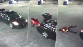 Ženě se podařilo vyskočit z kufru jedoucího auta.