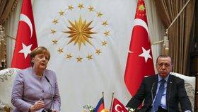 Angela Merkelová s tureckým prezidentem Erdoganem během návštěvy Ankary