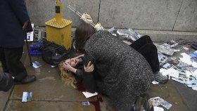 Při útoku v Londýně zemřelil čtyři nevinní lidé a terorista.