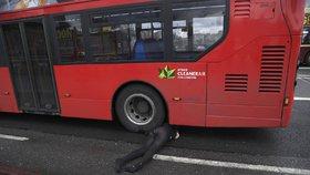Střelba před britským parlamentem si vyžádala desítky zraněných