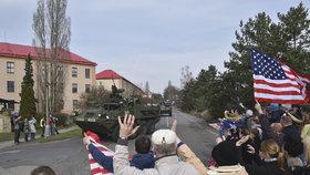 Českem v sobotu a v neděli přejíždí konvoj americké a britské armády mířící z Německa do Polska.