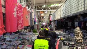 V tržnici Sapa celníci s finanční správou kontrolovali funkčnost EET