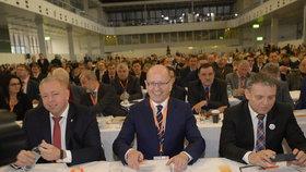 Milan Chovanec, Bohuslav Sobotka a Lubomír Zaorálek na sjezdu ČSSD v Brně