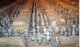 Hlavní atrakcí jsou desítky vojáku v nadživotní velikosti