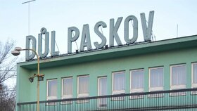 V Dole Paskov se 31. března přestalo dobývat černé uhlí. Ráno vyfárala poslední směna.