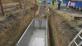 Praha 4 chce zatočit se suchem, ve školách buduje retenční nádrže.