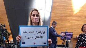 Protest proti útokům v Sýrii vyjádřili i europoslanci ve Štrasburku. V čele s českou političkou Ditou Charanzovou (ANO)