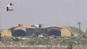 Záběry zničené základny