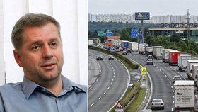 Petr Bendl chce zachránit billboardy u dálnic.