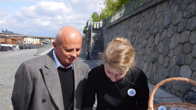 Michal Horáček s manželkou Michaelou v Praze na náplavce při zahájení sběru podpisů pro kandidáta