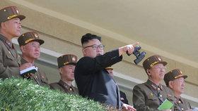 Severokorejský diktátor Kim Čong-un se svými vojáky