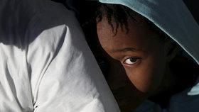 Uprchlická krize nekončí: Migranti, kteří dorazili přes Středozemní moře do Itálie.